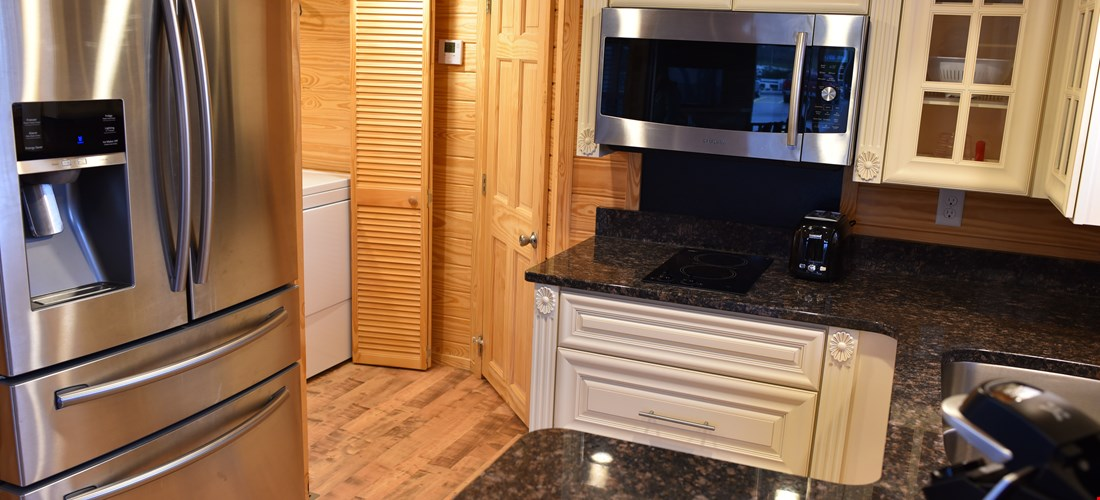Kitchen in Deluxe Cabin 300