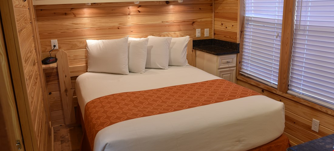 Queen Bedroom in Deluxe Cabin 300
