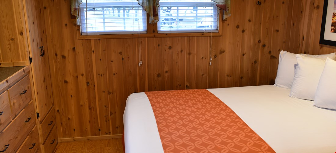 Queen bedroom in the loft deluxe cabin